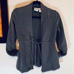 Cardigan with pockets.